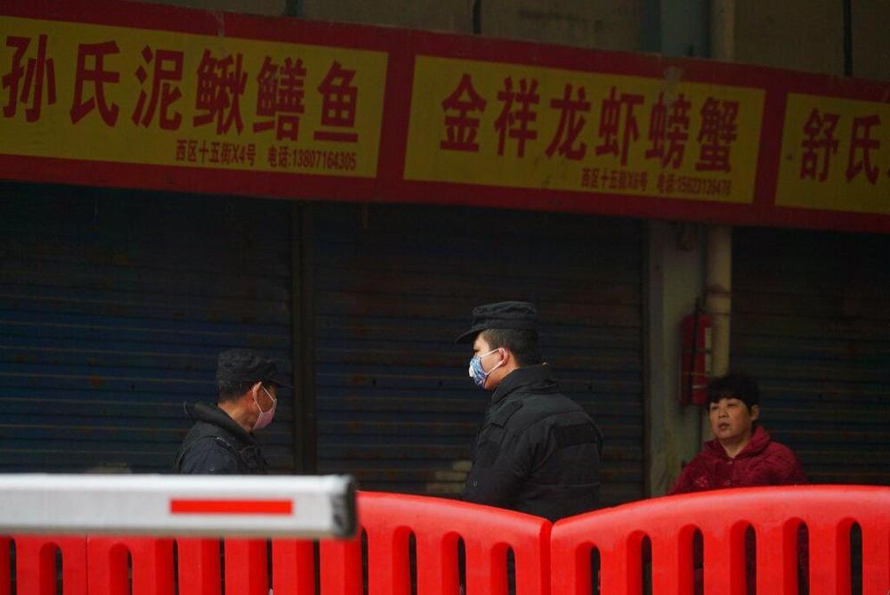 Mercado de Wuhan fechado devido à epidemia do novo coronavírus — Foto: Dake Kang/AP