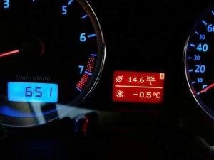 Termômetro de carro marcou temperatura abaixo de zero. Foto: Eduardo Meira/4Notícias